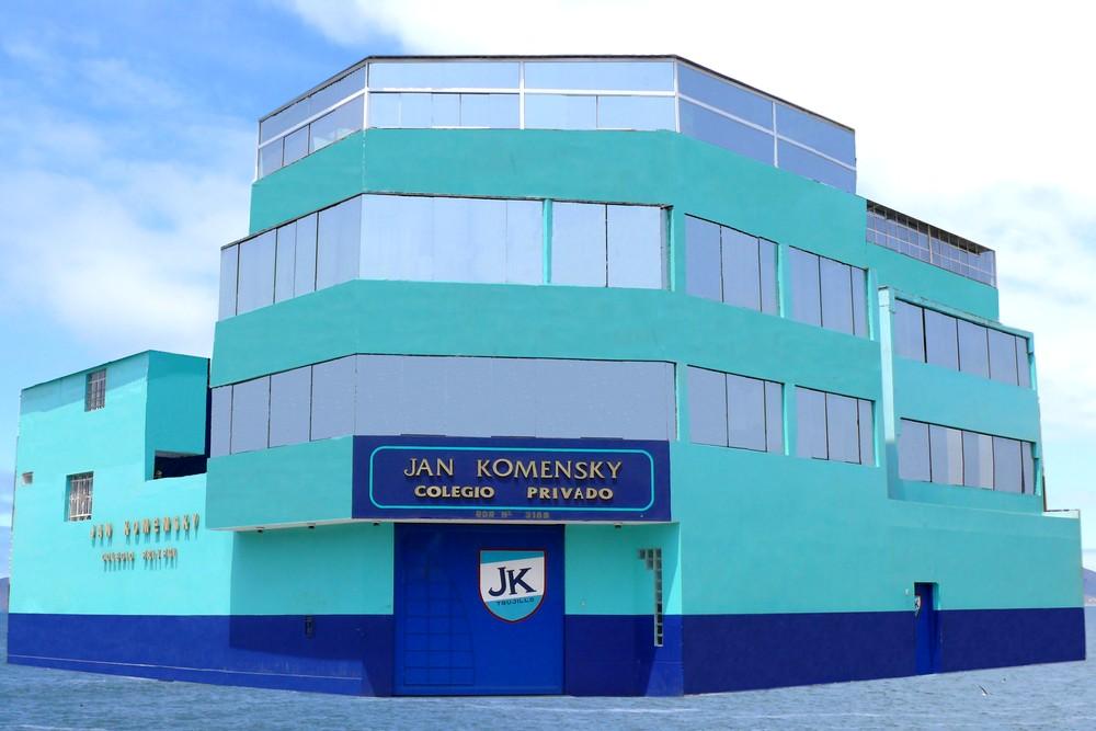 Fachada Colegio Jan Komensky - Local de Belaúnde