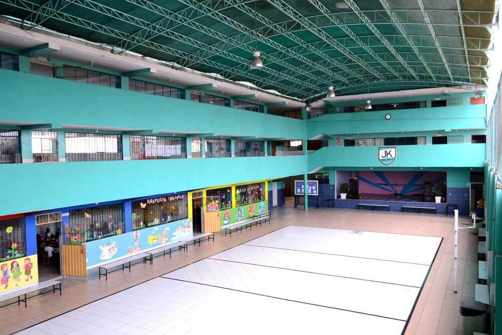 Intalaciones amplias - Colegio Jan Komensky